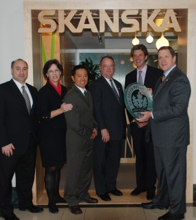 From Left: Skanska's Christopher Viola, Elizabeth Heider, Tri Tran, and Steve Pressler are joined by the owner of the Empire State Building, Anthony Malkin, and President of the US Green Building Council, Rick Fedrizzi, as he presents the LEED Platinum plaque.
